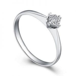 Ladies engagement ring with round diamond