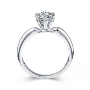 Gold round diamond ring