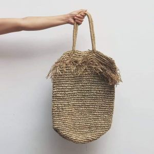 Fringe woven seagrass tote bag