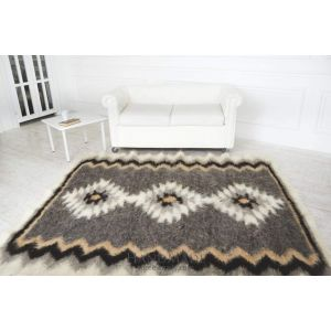 "Handcrafted wool woven rug ""Story"""