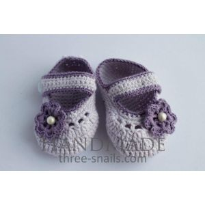 """Knitted baby booties """"Lilac flower"""""""