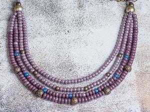 Violet loud glass necklace