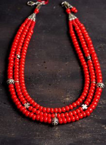 3 rows glass beaded necklace