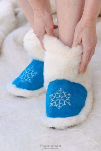 """Cute winter slippers """"Blue Christmas Gift"""""""