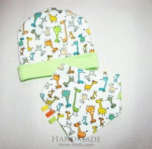 """Double sided lime baby hat and bib """"Giraffe"""""""