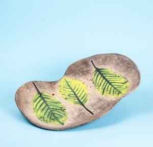 Ceramic plate painted leaves