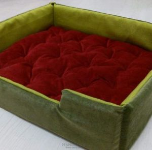 """Eco pet bed """"Green and red"""""""