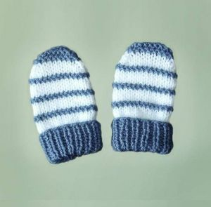 """Knitted baby mittens """"Snowman"""""""