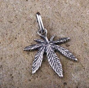 "Pendant ""Cannabis leaf"""