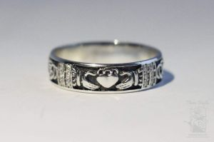 """Silver claddagh ring """"Love and devotion"""""""