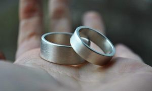 """Wedding ring for him and her """"Dense hatching"""""""