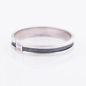 One srtipe silver ring for men