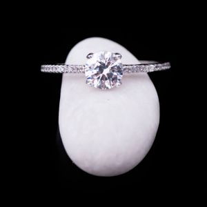 White cubic zirconia centerpiece ring