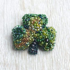 "Beaded brooch ""Shamrock leaf"""