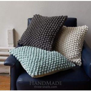 Crochet throw for pillow