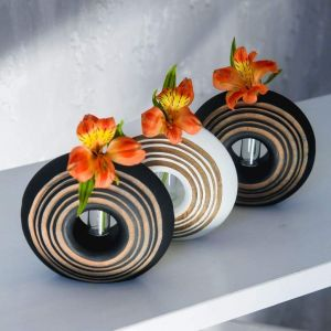 Decorative circle vase