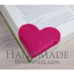 "Felted bookmark ""Pink heart"""