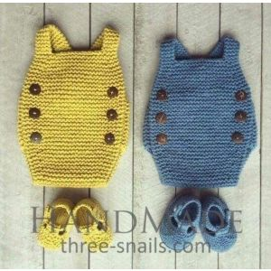 Newborn knitted body and booties