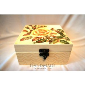 """Small wooden box """"Rose gardens"""""""