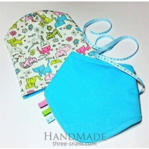 "Turquoise baby hat and bib ""Kitty"""