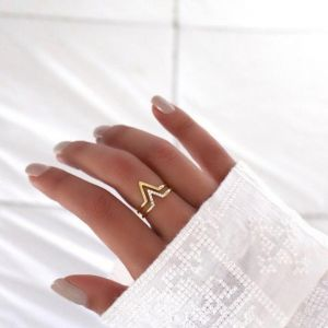 Simple gold ring set