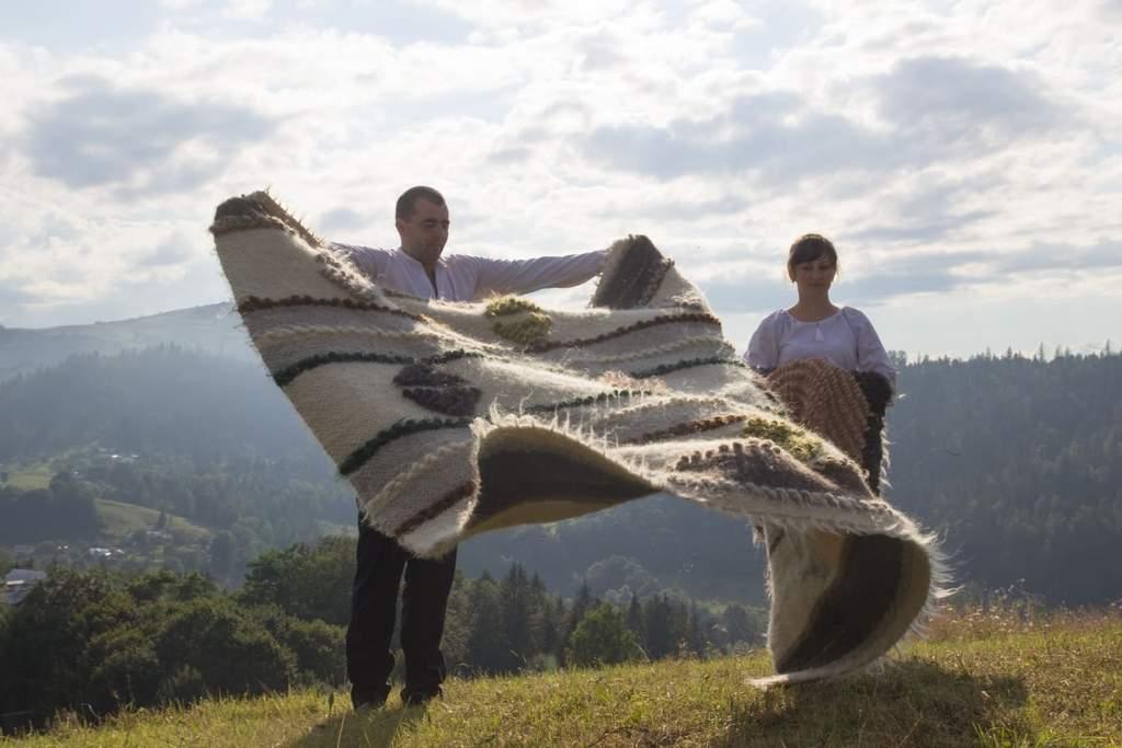 Ручное ткачество - шерстяные одеяла Карпат