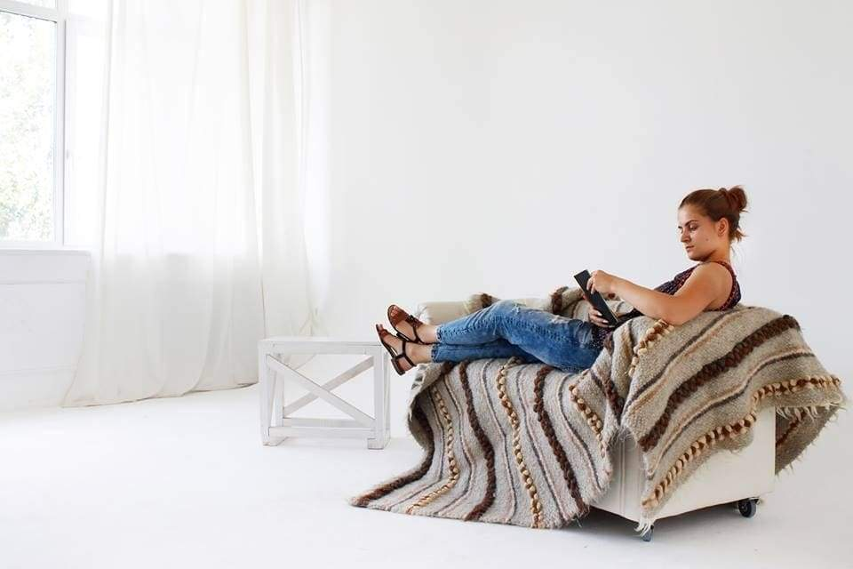 Throw blankets trend: Ukrainian 600 years tradition home interior