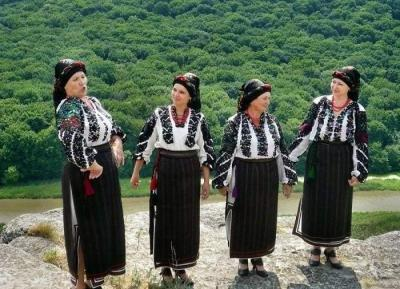 Black embroidered Borshchiv shirt or what is a Ukrainian brand, proven by history