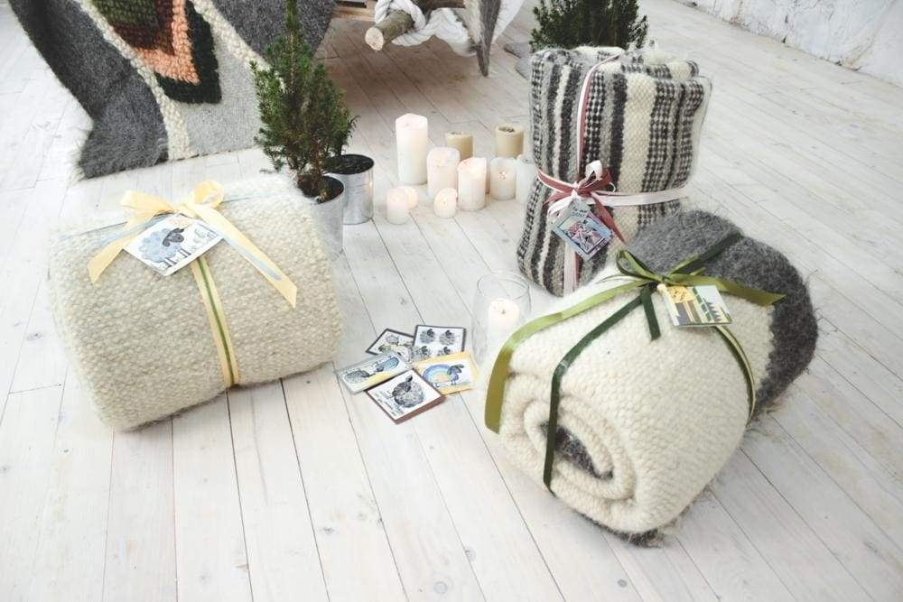 Wool blankets and carpets: home guides, comparison and care