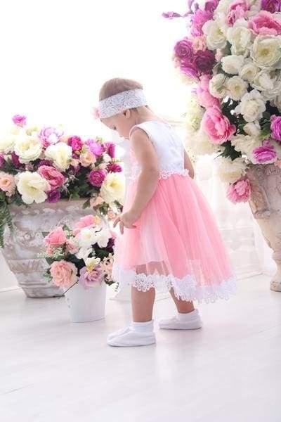 маленька дівчинка в платті