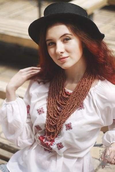 украинка в вышиванке
