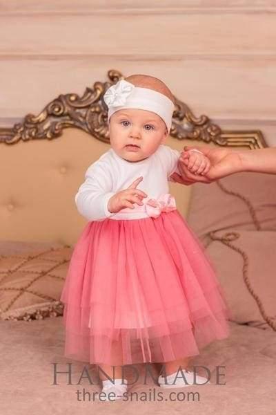 маленька принцеса в рожевій сукні