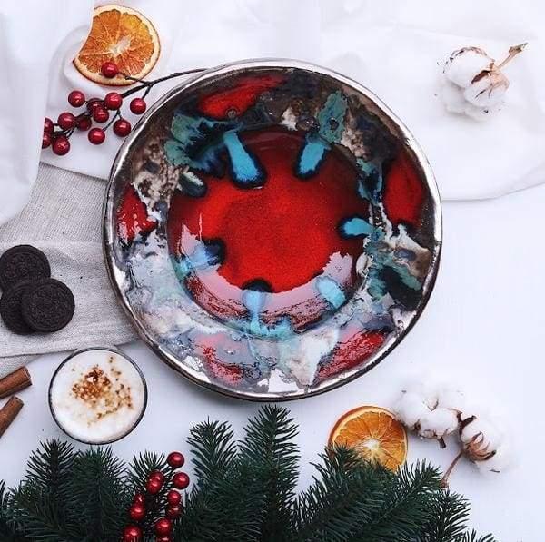 керамическая тарелка красная