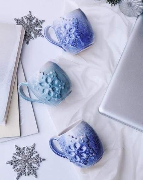 голубі глибокі чашки