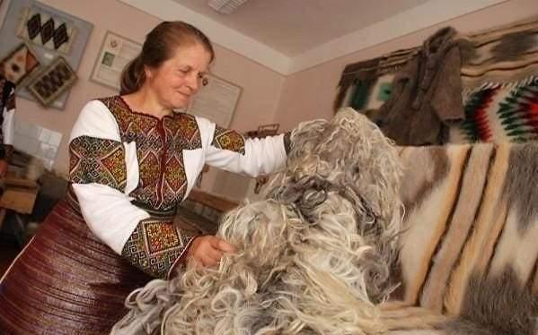 wool blanket weaving