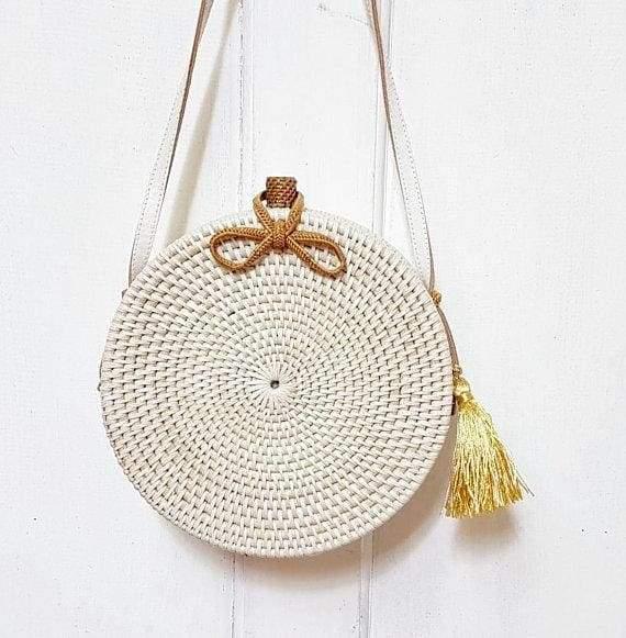 белая плетеная сумка