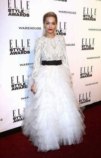 біла пишна сукня з фатіну
